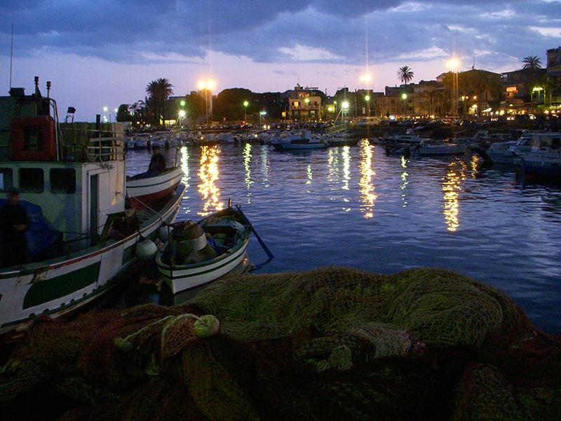 Sicily_ACITREZZA_night-fishing