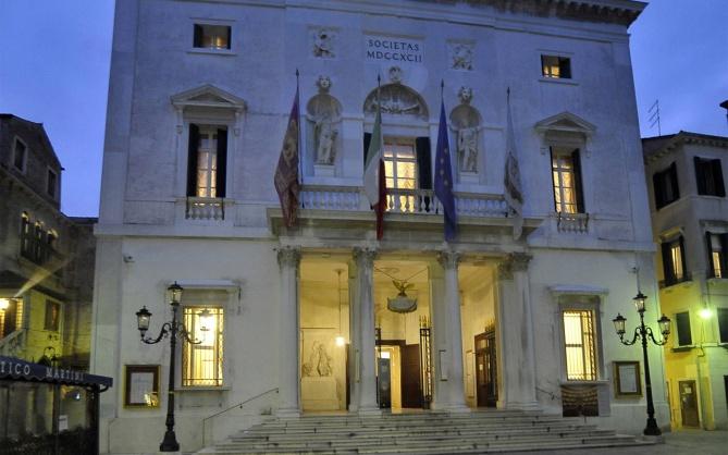 Extirior view of the theatre La Fenice