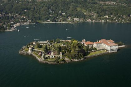 The Isola Madre ist the largest Island with an English garden.